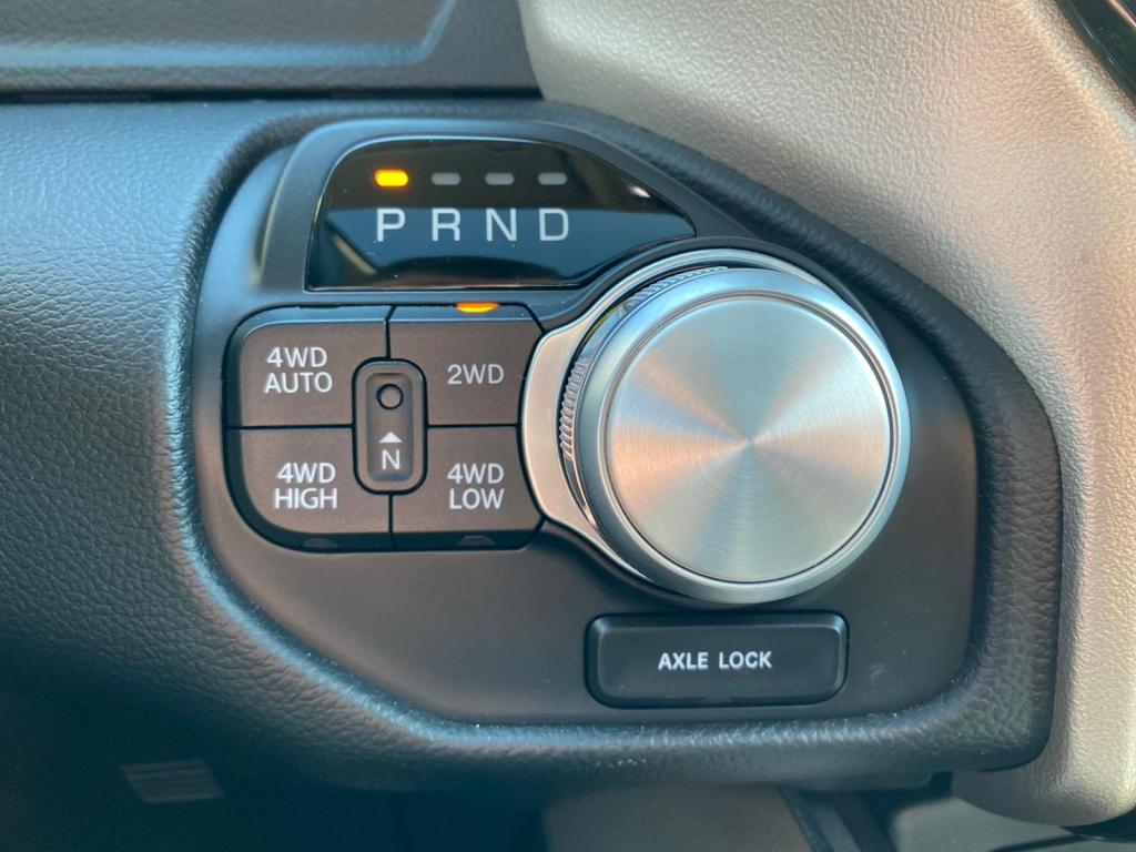 Dodge RAM 1500 / 5.7 V8 HEMI / LARAMIE  / RIJKLAAR INCL LPG / PANORAMA DAK / LUCHTVERING / GROOT NAVI / LED / 20 INCH