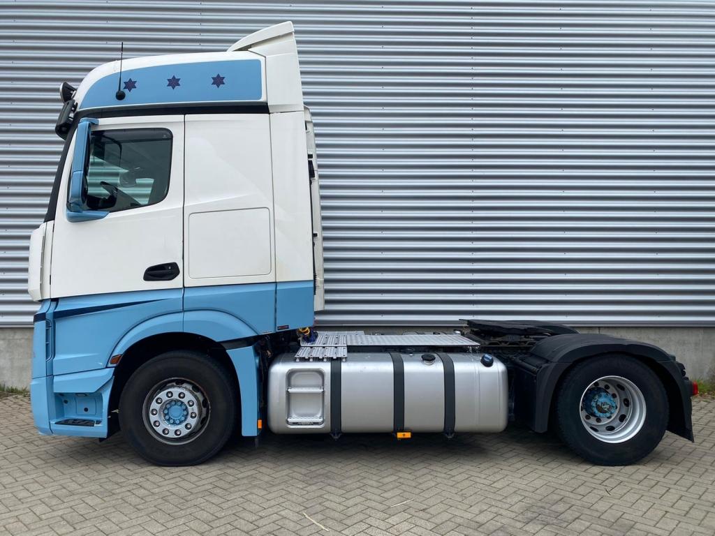 Mercedes-Benz ACTROS 1842 / Euro 6 / ADR / 2 Tanks / Frigo / NL Truck