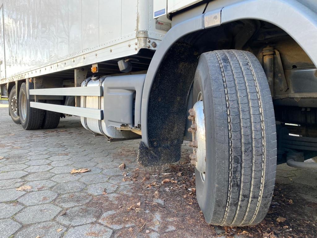 Scania P310 / 6X2 / Optie Cruise / Euro 3 / Tail lift / Belgium Truck