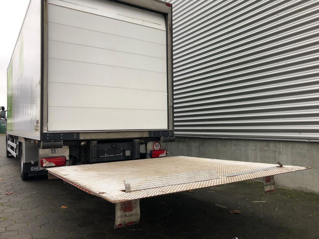 Scania P360 / Chereau / Thermoking T-1000R / 380 hours / Euro 5 / Tail Lift / Belgium truck