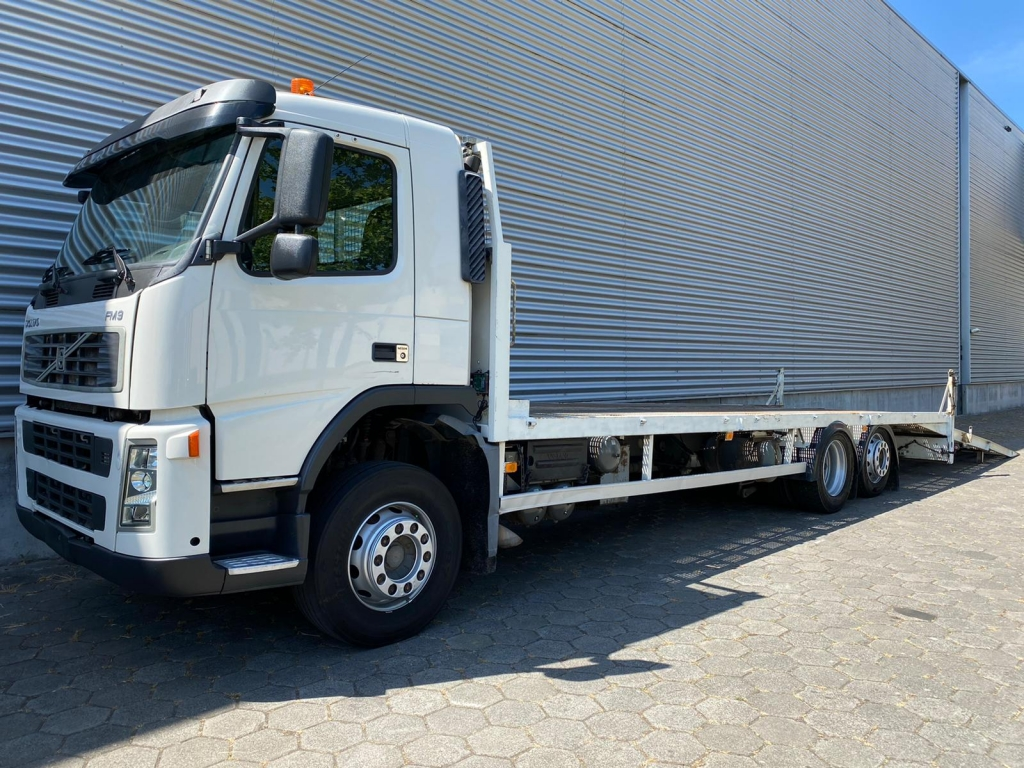 Volvo FM300 / 6X2 / Machine Transport / Ramps & Winch / Belgium Truck
