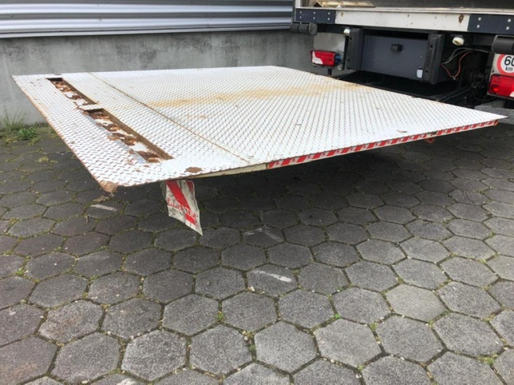 Scania P360 / Chereau / Thermoking TS-500e / Euro 5 / Tail Lift / Belgium truck